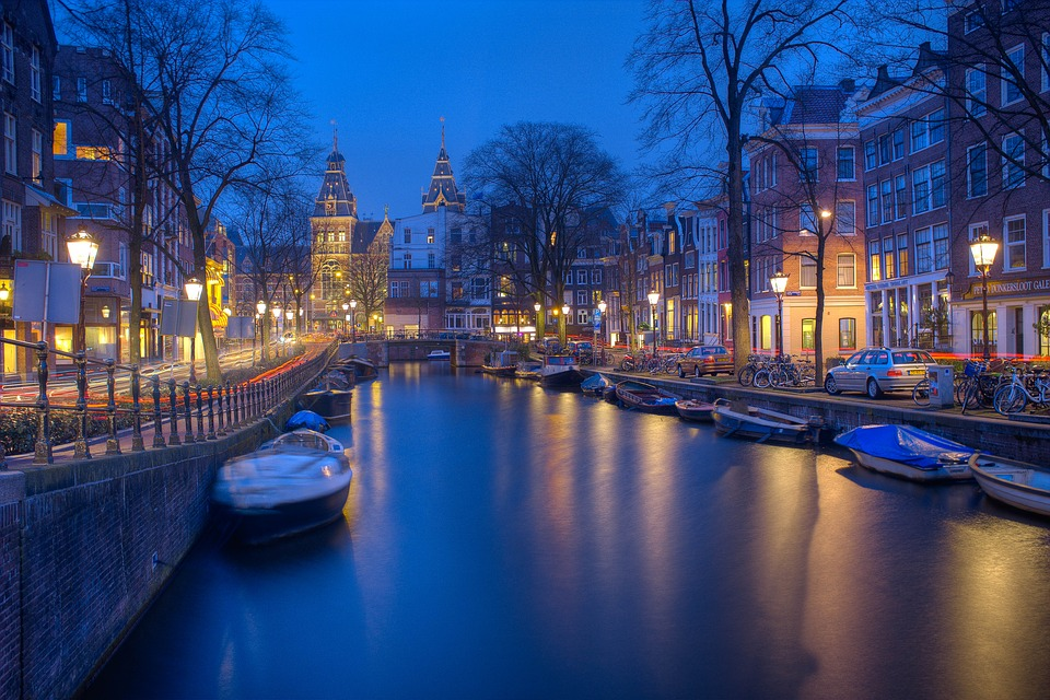 This image has an empty alt attribute; its file name is amsterdam-1150319_960_720.jpg